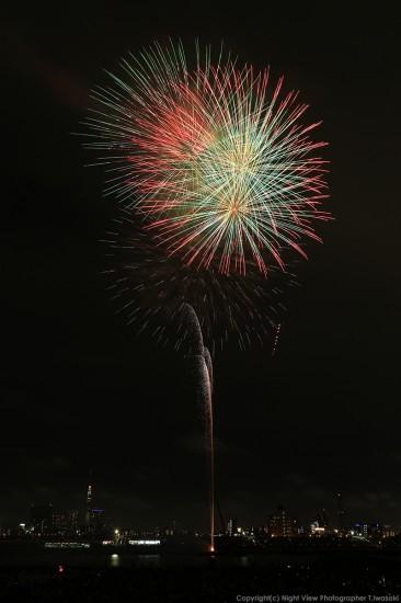 足立の花火(縦構図)